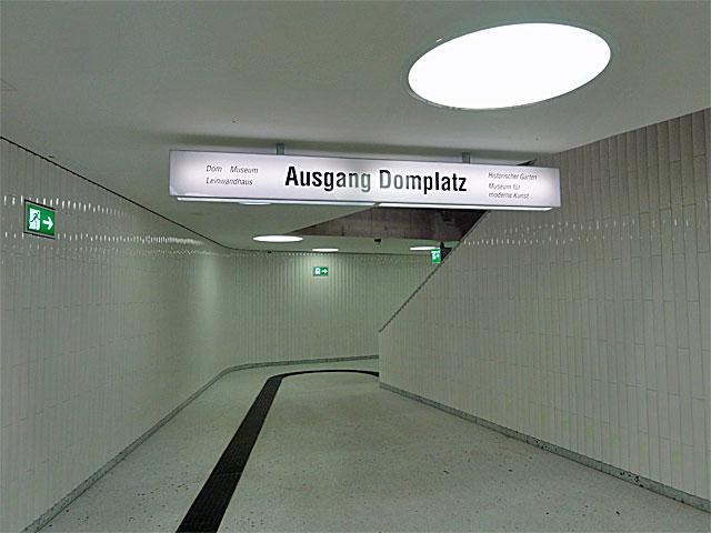 u-bahn-station-dom-römer-frankfurt-ausgang-domplatz-neu