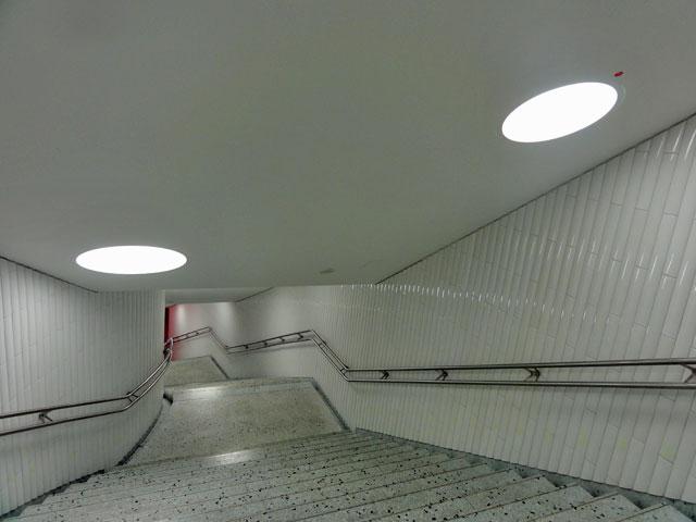 u-bahn-station-dom-römer-frankfurt-neue-treppe