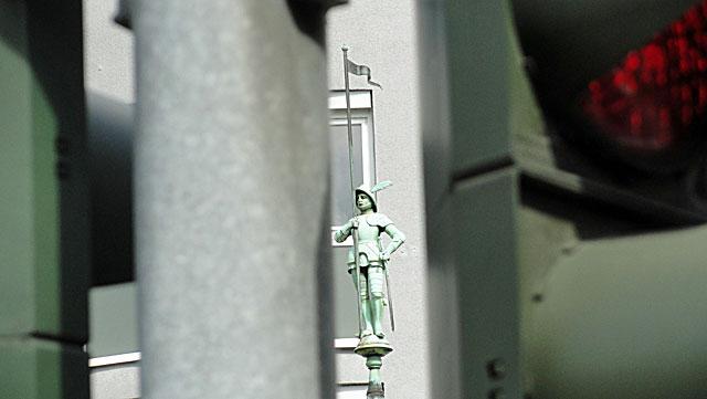 uhrtürmchen-an-der-friedberger-anlage-in-frankfurt-02
