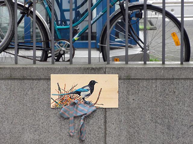 vogel-elster-nest-krawatte-frankfurt-bornheim-mitte-streetart