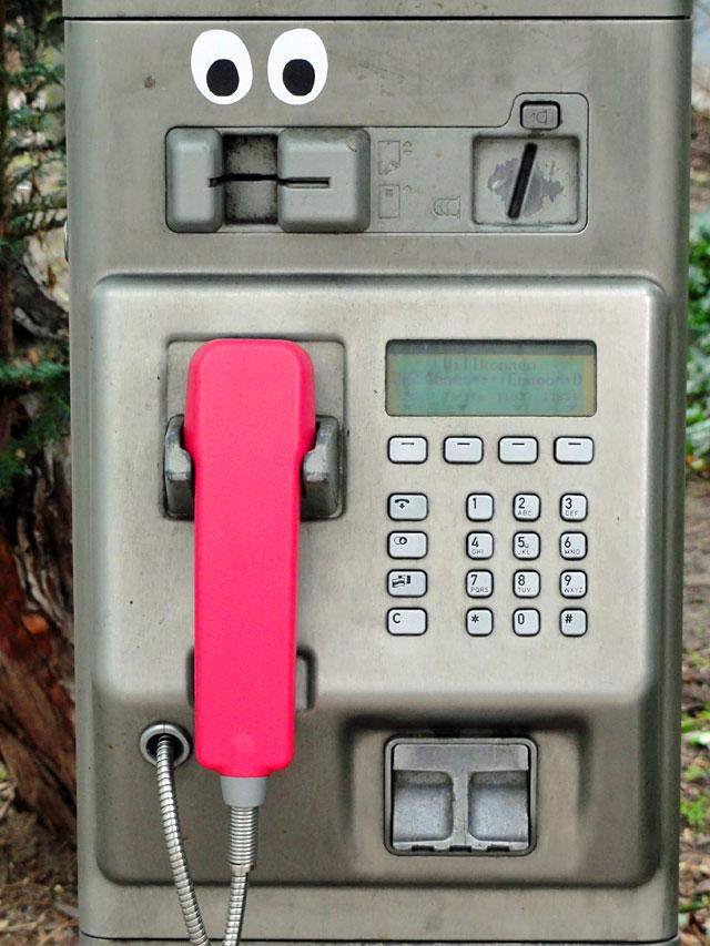 augen-auf-bei-der-telefonzelle