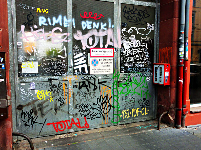 frankfurt-graffiti-all-colours-are-beautiful-1
