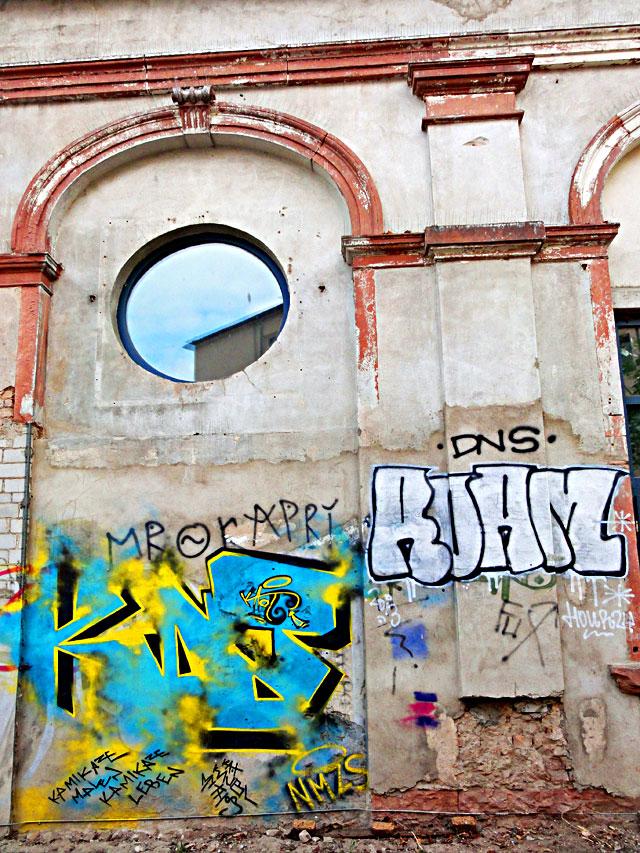 frankfurt-graffiti-all-colours-are-beautiful-11