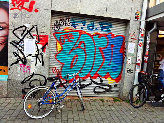 frankfurt-graffiti-all-colours-are-beautiful-2