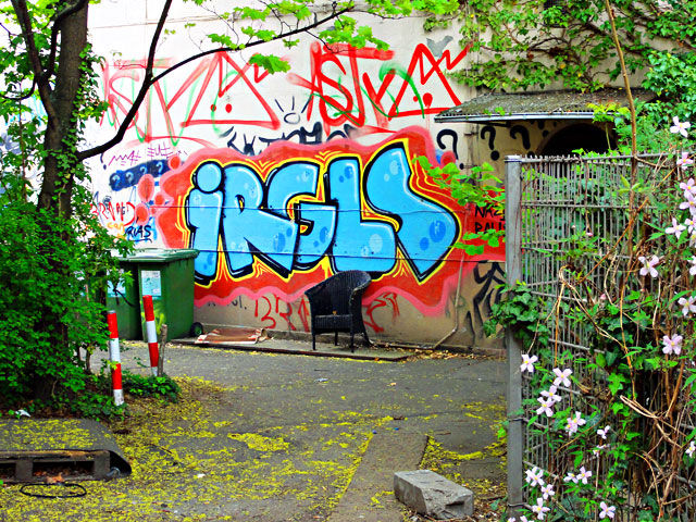 frankfurt-graffiti-all-colours-are-beautiful-3