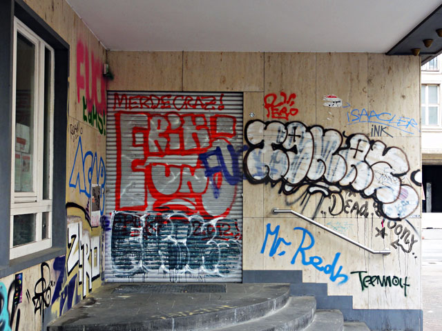 frankfurt-graffiti-all-colours-are-beautiful-4