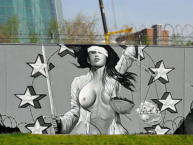 No border- Graffiti am EZB- Neubau in Frankfurt von Justus Becker und Oguz Sen