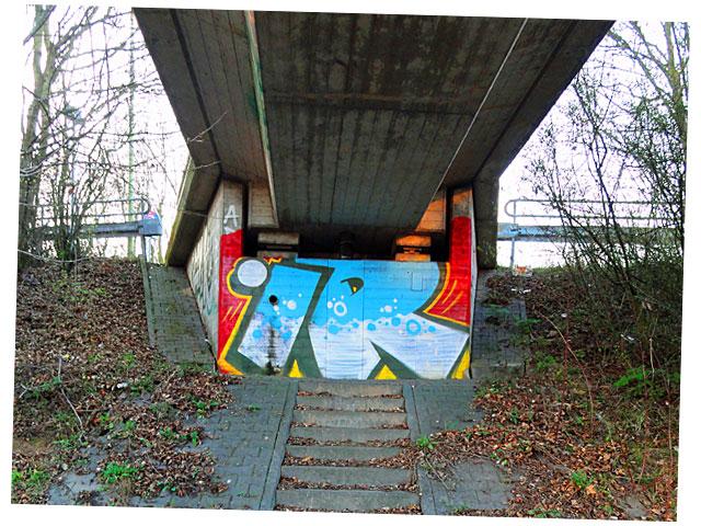 ir-under-the-bridge-graffiti-frankfurt