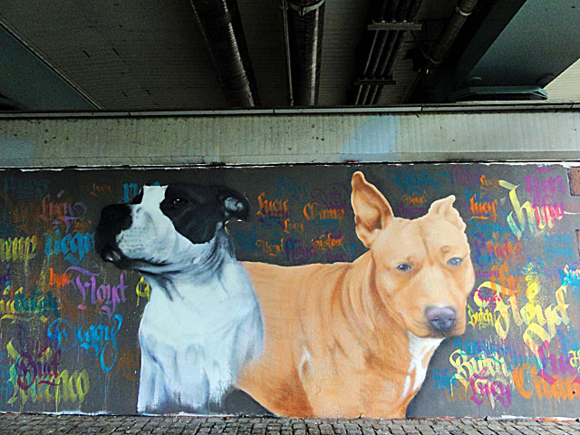 FRANKFURT-GRAFFITI-hunde-friedensbrücke-foto-03