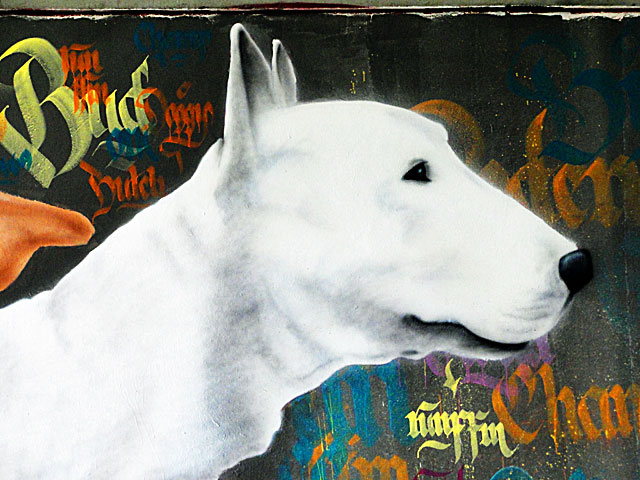 FRANKFURT-GRAFFITI-hunde-friedensbrücke-foto-07