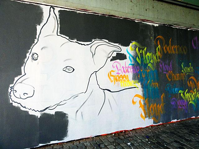FRANKFURT-GRAFFITI-hunde-friedensbrücke-foto-10