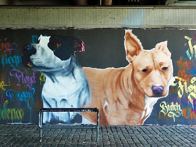 FRANKFURT-GRAFFITI-hunde-friedensbrücke-foto-16