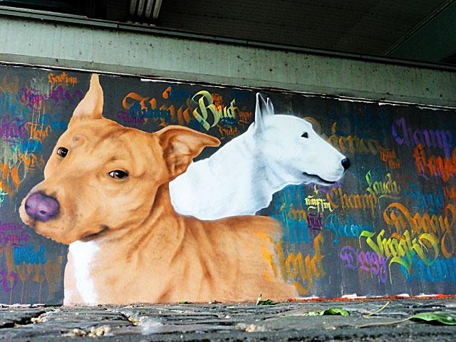FRANKFURT-GRAFFITI-hunde-friedensbrücke-foto-01