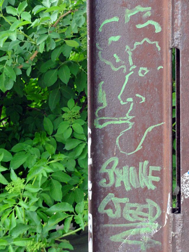 STREETART-OFFENBACH-SMOKE-WEED
