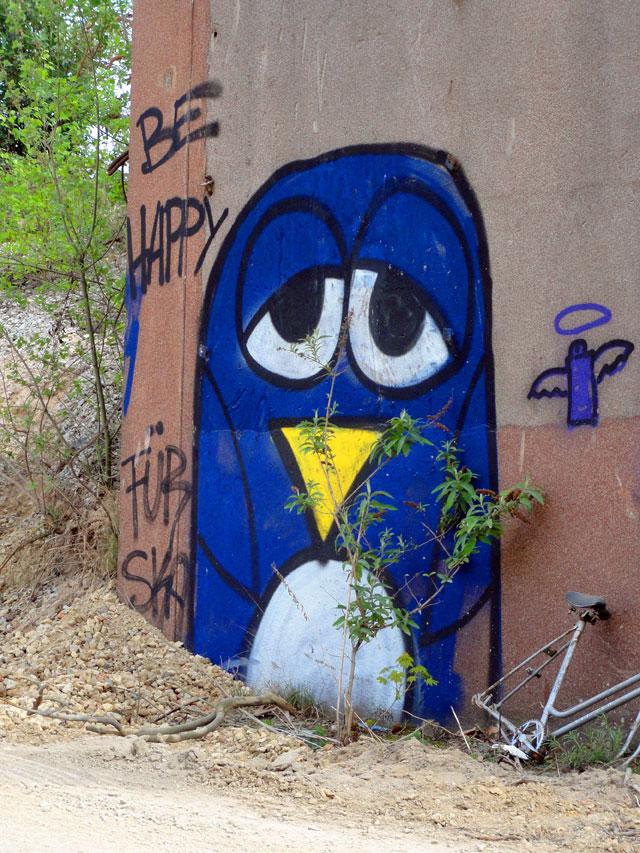frankfurt-graffiti-be-happy-copyright-beachten