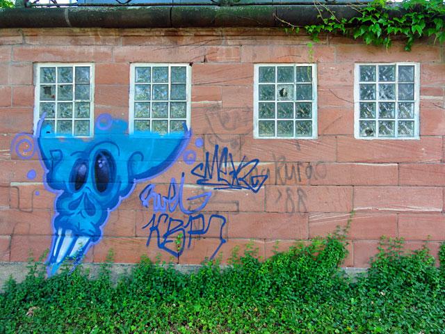 frankfurt-graffiti-blaue-fratze-05-2014
