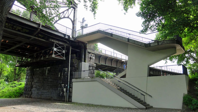 frankfurt-graffiti-buff-deutschherrnbrücke-05-2014