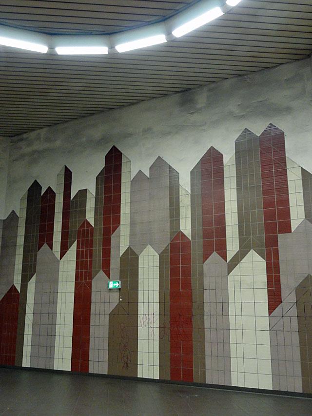 frankfurt-graffiti-buff-ostendstraße-s-bahn-station-05-2014