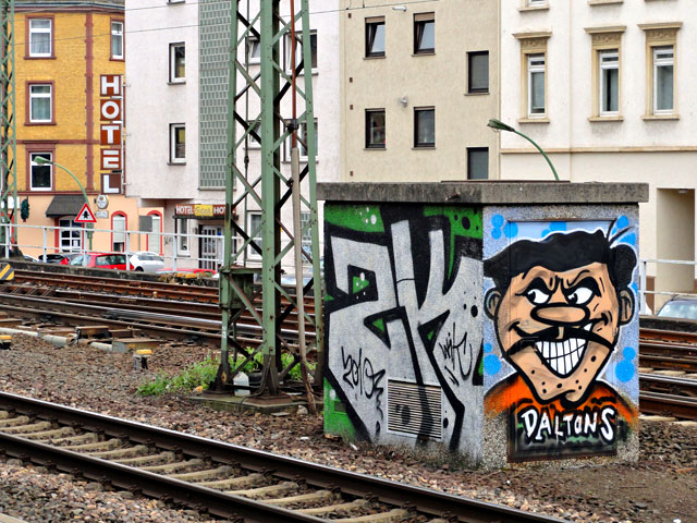 frankfurt-graffiti-daltons-in-frankfurt-west-copyright-beachten