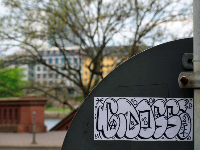 frankfurt-street-art-sticker-cdogg-5