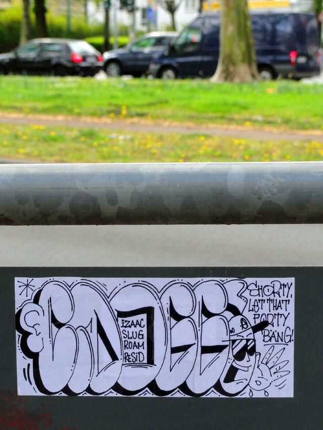 frankfurt-streetart-sticker-cdogg-shorty-let-that-40-bang-copyright-beachten