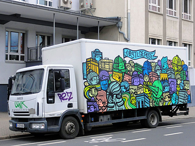 pyc-obst-und-gemüse-bei-tag-lkw-streetart-truck