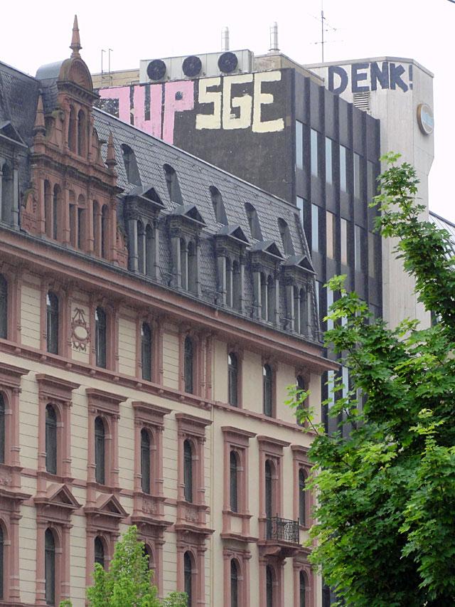 rooftop-frankfurt-bahnhofsviertel-1up-sge-denk