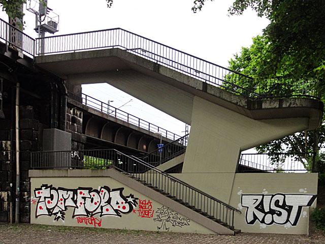 TOM-FORD--RIST-GRAFFITI-FRANKFURT