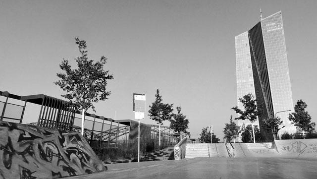 15 s w fotos vom concrete jungle im hafenpark frankfurt stadtkind. Black Bedroom Furniture Sets. Home Design Ideas