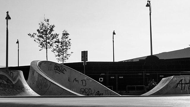 """Schwarz-weiss-Foto vom """"Concrete Jungle"""" beim Hafenpark in Frankfurt -Foto 04"""
