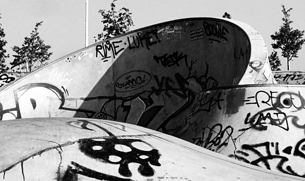 """Schwarz-weiss-Foto vom """"Concrete Jungle"""" beim Hafenpark in Frankfurt -Foto 10"""