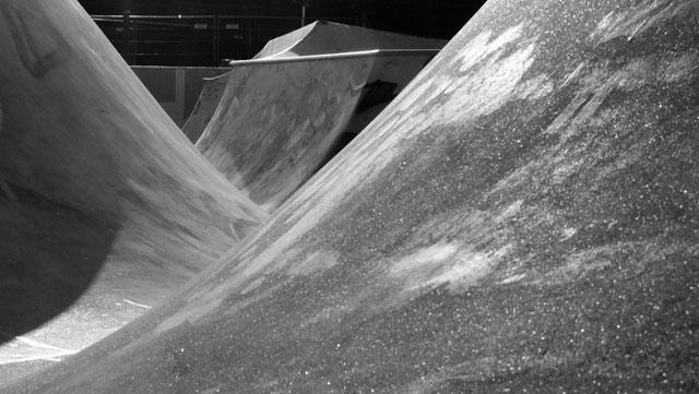 """Schwarz-weiss-Foto vom """"Concrete Jungle"""" beim Hafenpark in Frankfurt -Foto 13"""