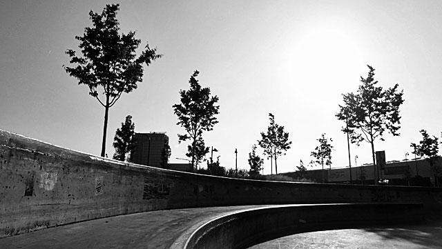 """Schwarz-weiss-Foto vom """"Concrete Jungle"""" beim Hafenpark in Frankfurt -Foto 01"""