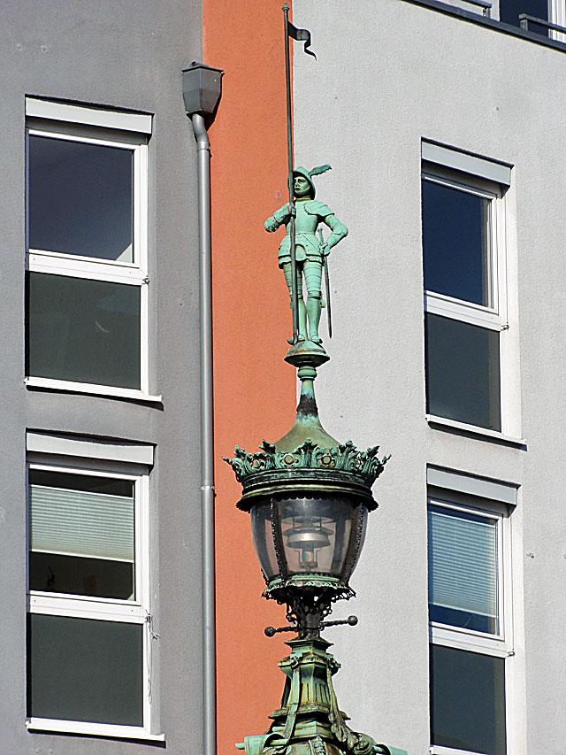 uhrtürmchen-an-der-friedberger-anlage-in-frankfurt-1