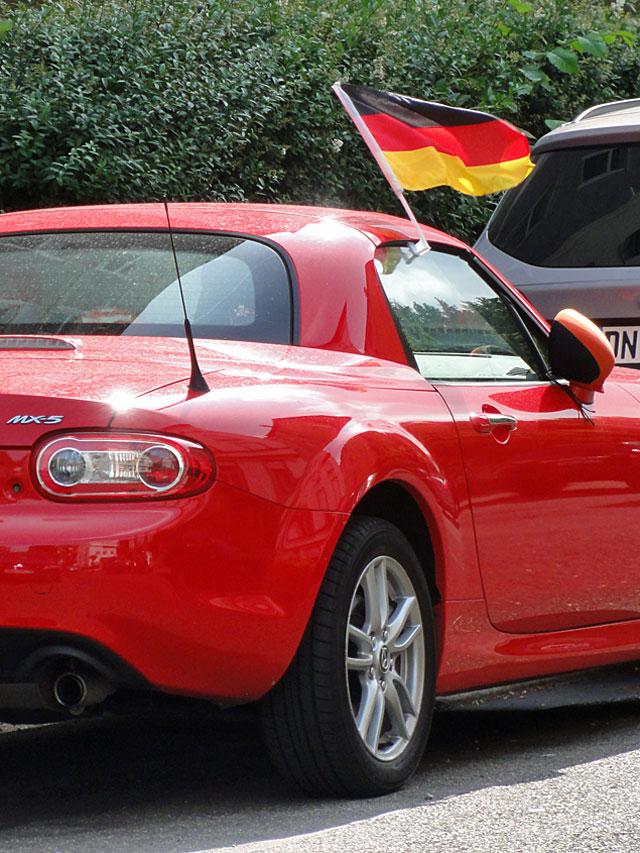 wm-2014-fahnen-in-frankfurt-am-auto