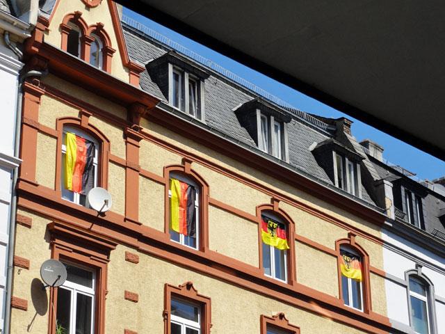 wm-2014-fahnen-in-frankfurt-vier-deutschland-fahnen