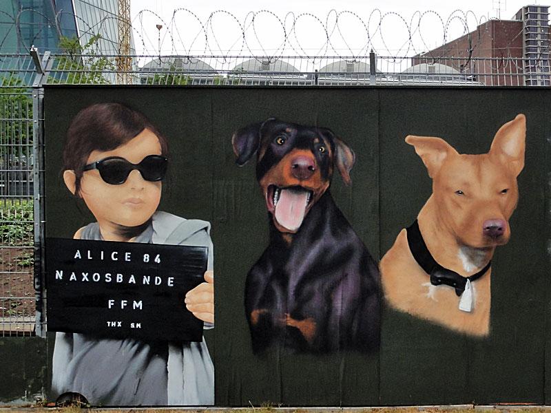 Graffiti an der EZB: Alice 84 - Naxosbande FFM