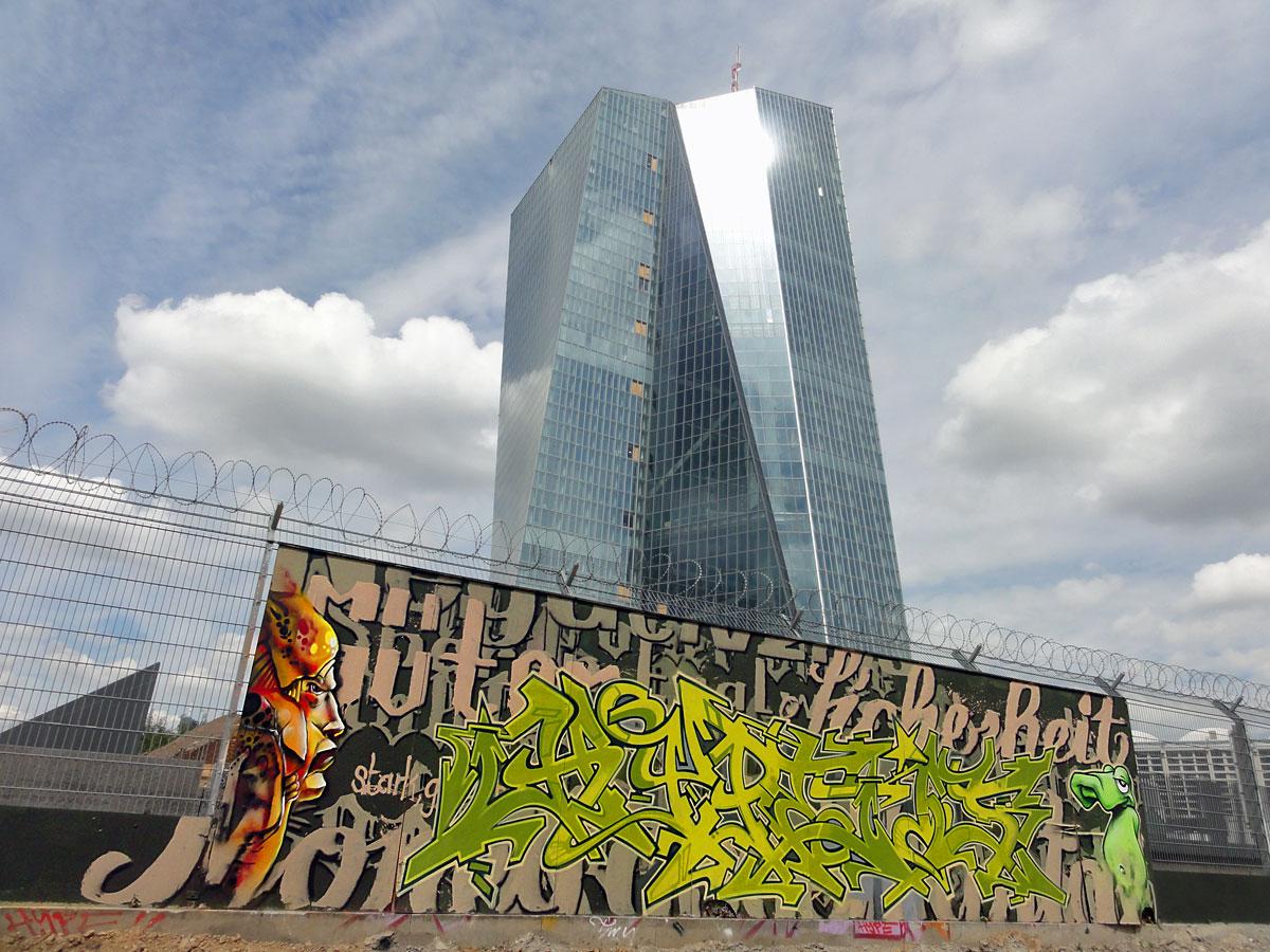Graffiti in Frankfurt - Freiluftgalerie am Bauzaun der EZB / Hype
