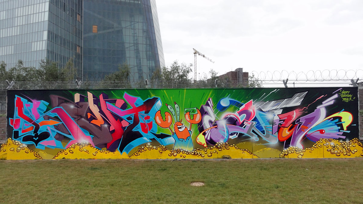 Graffiti in Frankfurt - Freiluftgalerie am Bauzaun der EZB / Kent + Cantwo