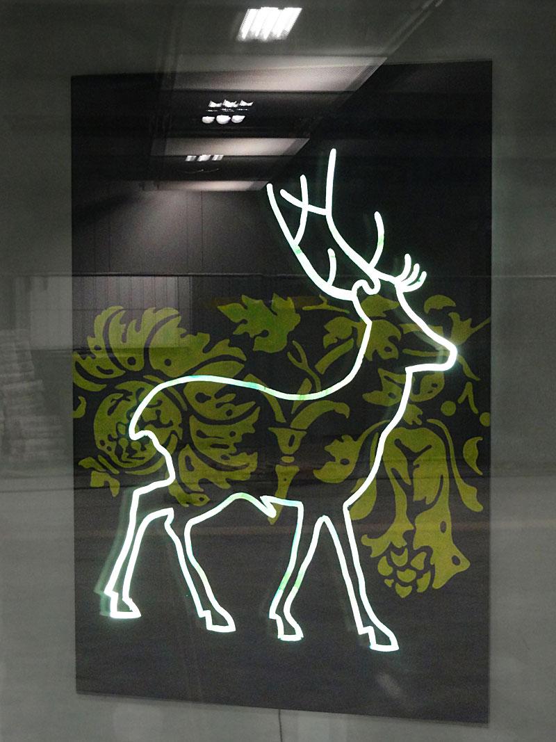 """Künstlergruppe stellt in der S-Bahn-Station """"Taunusanlage"""" aus"""