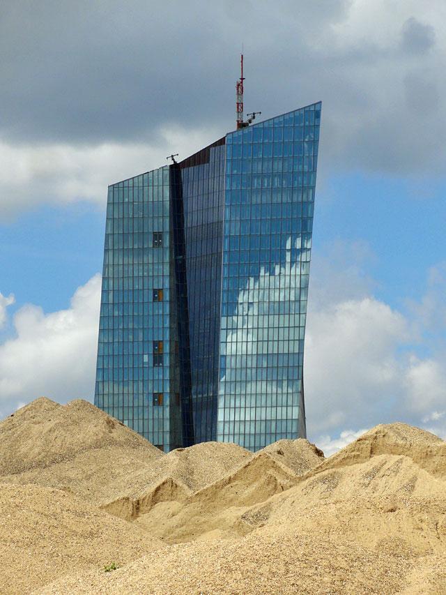 Geldturm und Sandburg.