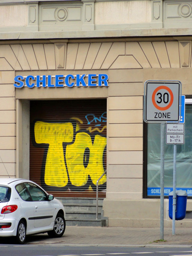Shutter Art & Garage Door Graffiti in Frankfurt - TAKA