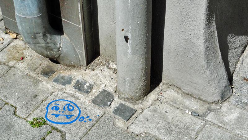 street-art-frankfurt-spot-cityghost-gruener-knabberspass-am-boden