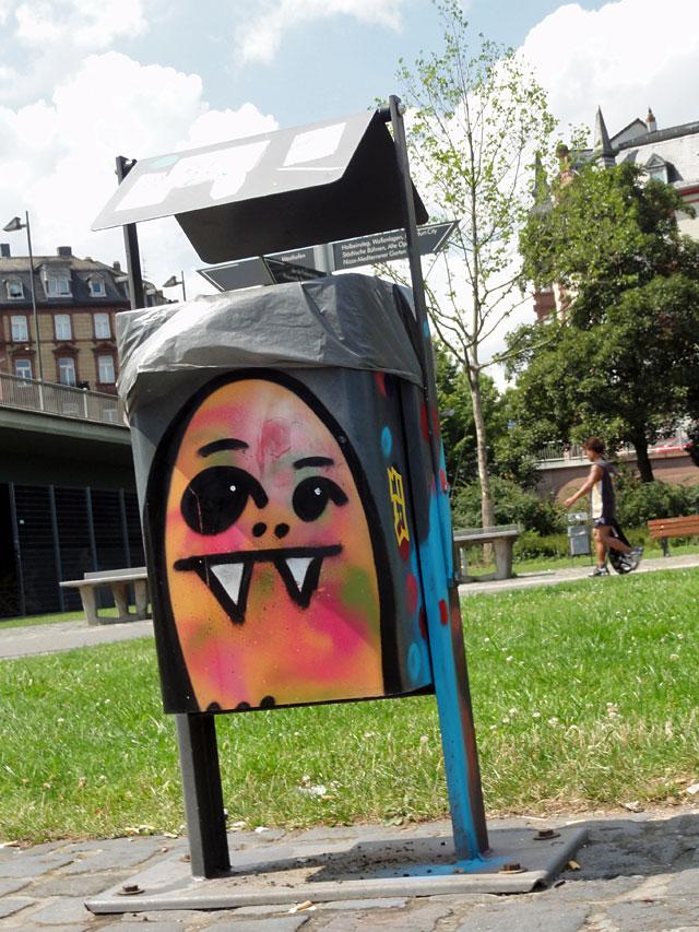 street-art-frankfurt-spot-cityghost-muelleimer-am-main
