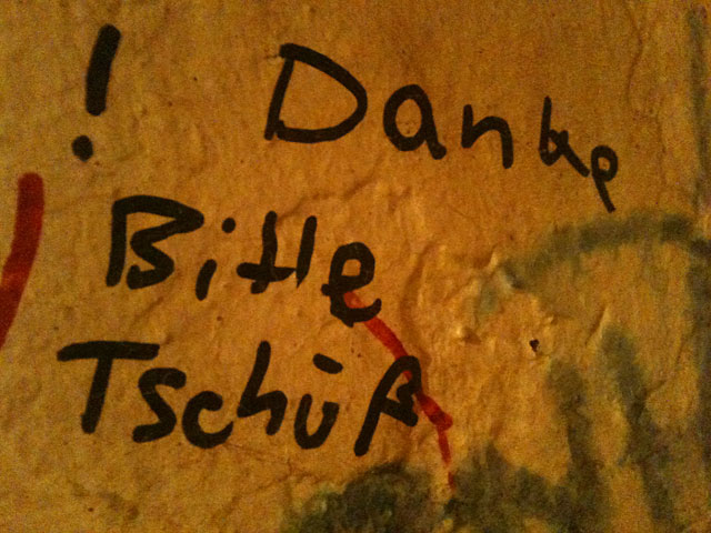WC-Spruch in Frankfurt: Danke Bitte Tschüß