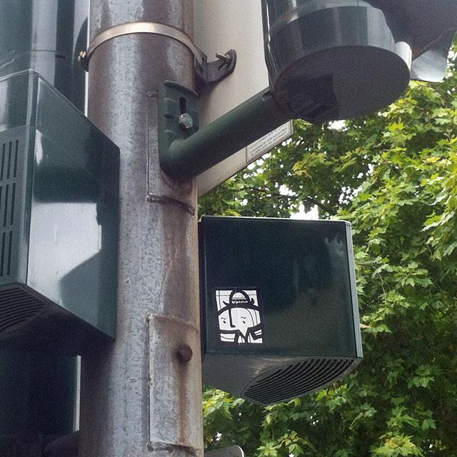 Neun Fotos von schwarz-weißen Stickern von PYC aus Frankfurt am Main, 2014.