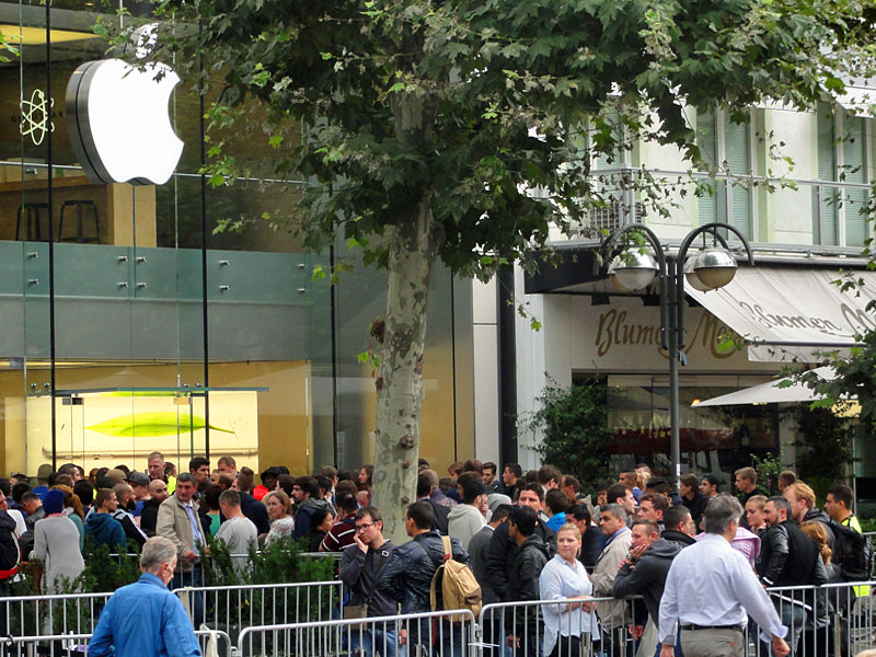 Verkaufsstart iPhone 6 und iPhone 6 Plus auch beim Apple Store in Frankfurt.