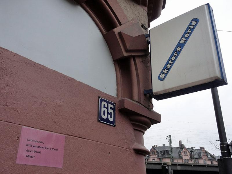 liebe-sprayer-bitte-verschont-diese-wand-frankfurt-foto-1-copyright-beachten