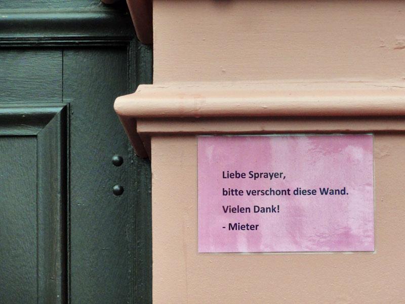 liebe-sprayer-bitte-verschont-diese-wand-frankfurt-foto-2-copyright-beachten