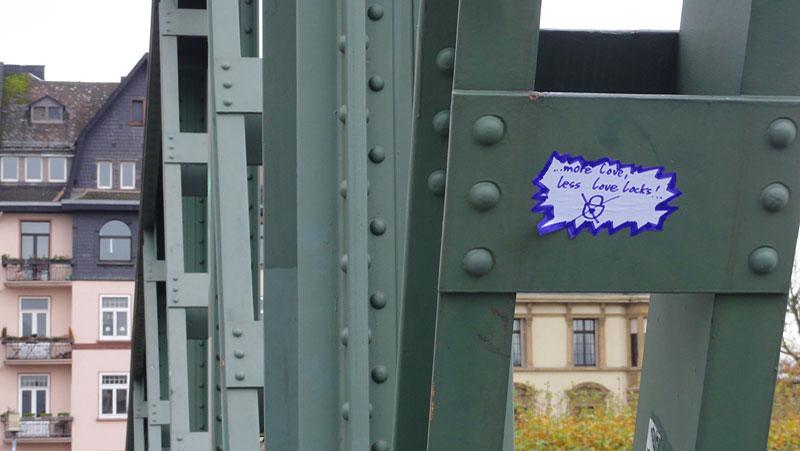 Eiserner Steg - Free your love, save our bridges!